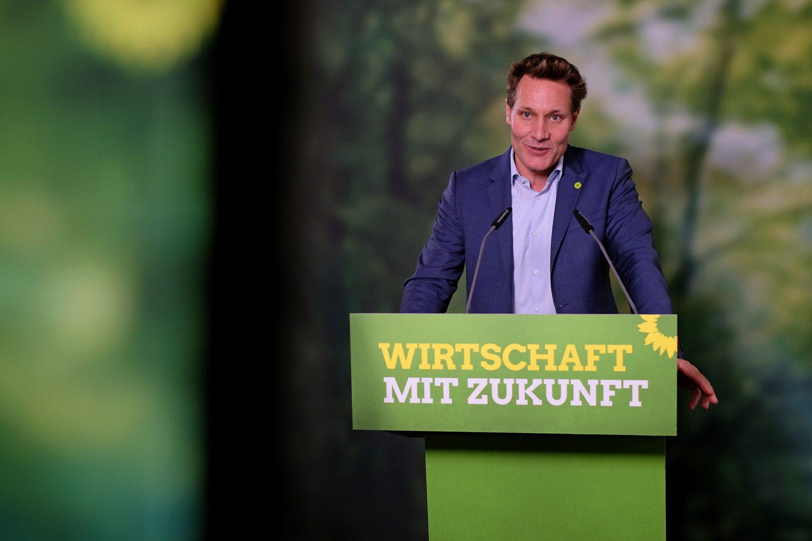 Fraktionsvorsitzender Ludwig Hartmann bei seiner Rede während der politischen Aussprache