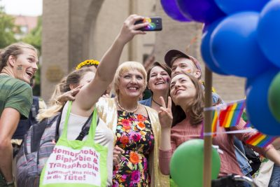 One struggle, one fight: Claudia Roth beim CSD 2017 in München