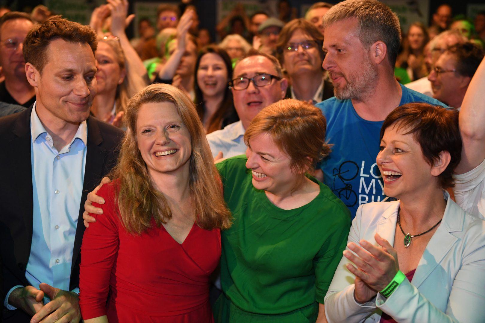 Henrike Hahn wird jubelnd gratuliert