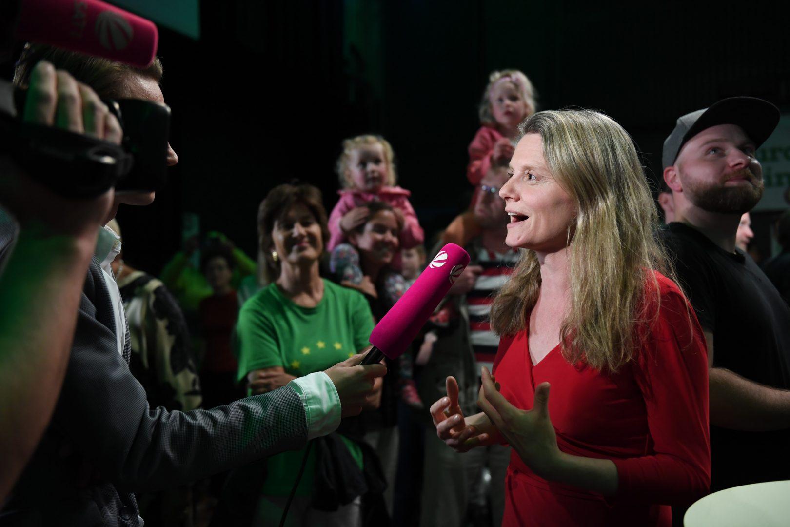 Henrike Hahn gibt nach der Europawahl Interviews