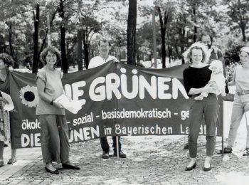 Gelebter Feminismus: Margarete Bause macht Politik, und ihr Baby ist immer dabei – hier bei einer Kundgebung 1991 in München. Rechts neben ihr Tessy Lödermann, links Manfred Fleischer und Ruth Paulig