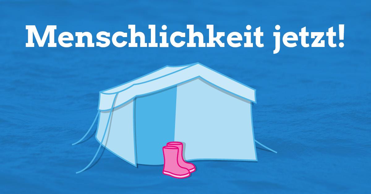 """Illustration eines Flüchtlingszeltes, vor dem ein paar pinke Kinder-Gummistiefel steht. Im Hintergrund Meereswellen, oben im Bild der Schriftzug """"Menschlichkeit jetzt!"""""""