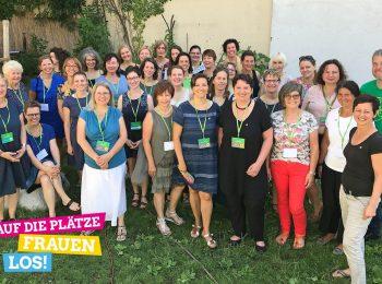 Die Teilnehmerinnen der ersten Runde des neuen Frauen-Förderprogramms der bayerischen Grünen gemeinsam mit ihren Mentor*innen bei der Auftaktveranstaltung im Juni 2019.