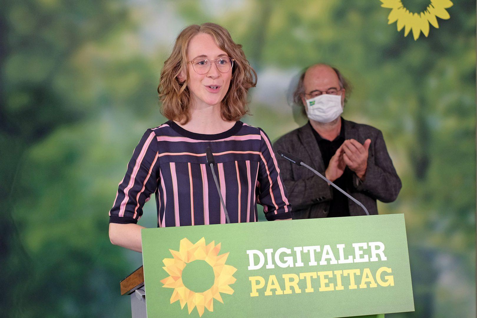 Die grünen Landesvorsitzenden Eva Lettenbauer und Eike Hallitzky beim ersten Digitalen Parteitag der bayerischen Grünen