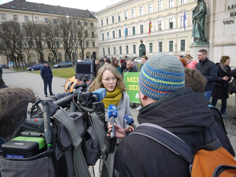 Eva Lettenbauer im Gespräch mit dem Bayerischen Rundfunk