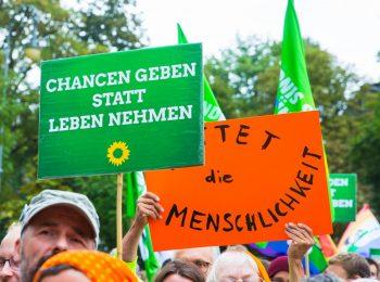 Seenotrettung-Demonstration_Plakate_Die-Grünen_2018